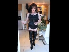 Thigh booted SIndy