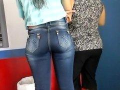 Rabuda gostosa de jeans