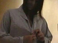jeune fille se change et s exhibe en lingerie pour son mari
