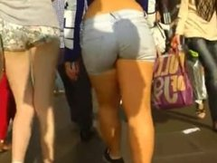 CANDID DONK WITH BIG ASS IN JEANS SHORT