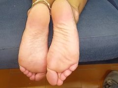 Roula moves her sexy (size 37) feet, part 2