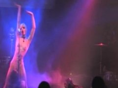 singer pussylicked on stage