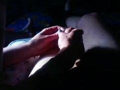 Ada pegando no meu pau tirando os pelos e deixando lisinho