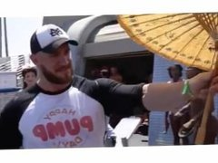 HOT Bodybuilder Calum showing off his goods in Venice Beach