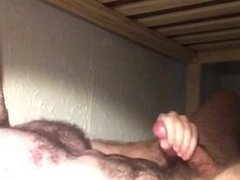 GUY CUMS ON HIS FURRY ABS