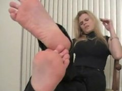 Wendy Destroys Her Stockings