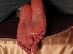 Massive cumshot on sexy soles