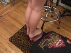 Goddess Dakota Loves Footslapping Her Slaves