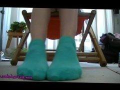 Anna - Sneakers Under Desk