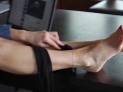 Aga shows us again her feet so sexy