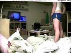 TEEN CAUGHT MASTURBATING IN BEDROOM (HIDDEN CAM - PEEPHOLECAM 020113)