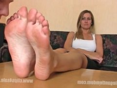 blonde's feet smelled