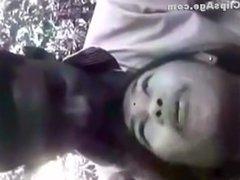 desi beautiful tamil ponnu kissed and boob sucking in park