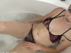 Saphira Night casting solo masturbation with toy in the tub.