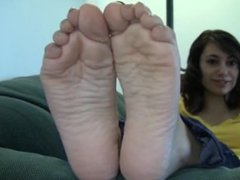 Gisele's Candid Stinky Soles