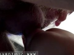 Babe seduces old man She wants to fuck, NOW!