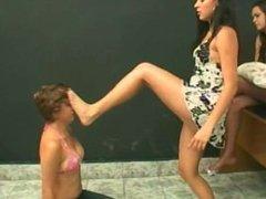 queen footslap two girls