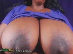 www.cams10.xyz bbw montre de gros seins et les mamelons durs 2