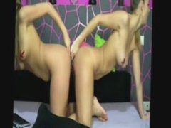 www.cams11.xyz dos lesbianas blancas rocían el uno del otro