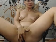 Mature fingers her wet pussy live at 1hottie on camera