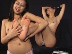 2 Japan Girls Tickled feet 010