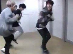 방탄소년단- War of hormone dance practice