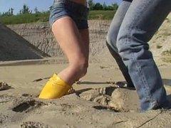 2 Girls muddy fighting
