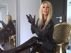 Herrin in Latex Catsuite mit Wichscountdown