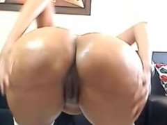 Sexy latina with huge tits and ass masturbates on cam - hotwebcamwhores.com