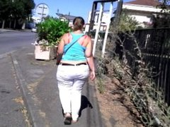 FRENCH BRUNETTE BOUNCING ASS IN THE STREET