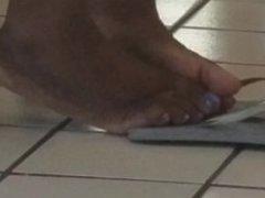 Ebony feet at laundrymat 9/10