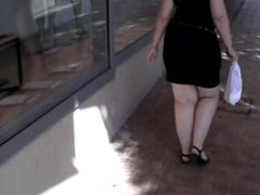BIG BLONDE WHIT LARGE ASS IN THE STREET