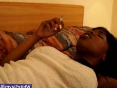 Goldie's model pussy gets lapped in bed