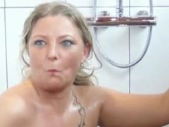 Mouth pissing Sexy MILF