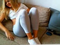 webcam model masturbate with vibrator in pant on platinumwebcam.com