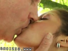 Amateur milf blowjob public snapchat Vivien meets Hugo in the park and