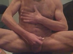 French - Hairy muscle guy jerks off on camera