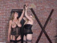 Angel Wicky dominates Carol Goldnerova