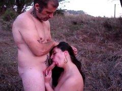 Felacion en el campo de Laura a Saul