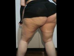 Une grosse bouge sa graisse en dansant Fat BBW