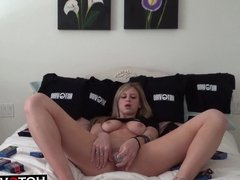 Blonde Teen gets her pussy off on cam