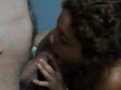 Pareja joven de hippies es filmada por su amiga mientras tienen sexo
