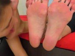 Mistress make lez slave worships their smelly feet