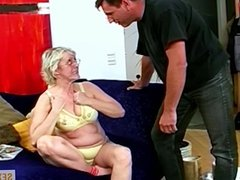Oma wird zur Hure - Ekelhaft!