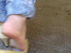 Brincando meus pezinhos em Peep Toe bege