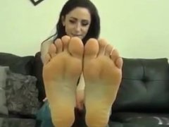 Pretty Woman Wants You to Worship her Feet