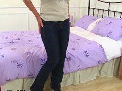 Scottish milf Toni Lace looking gorgeous in leggings