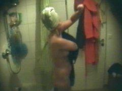 Heimlich unter der Dusche 1