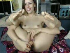 cam girl shows her cute feet hotbaesex520.com/cams