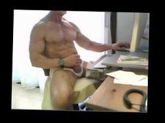 Senior Bodybuilder jerking off in front of cam